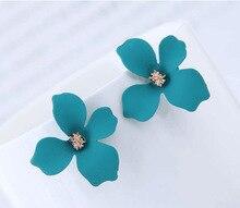 New Fashion  Ladies Cute Spray Paint Metal Flower Stud Earrings for Women Korean Jewelry S Gifts Earring
