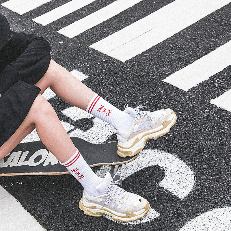 Men And Women Socks Hip Hop Tide Socks Harajuku Style Skateboard Socks Fall In Love Cotton Socks Couple Socks