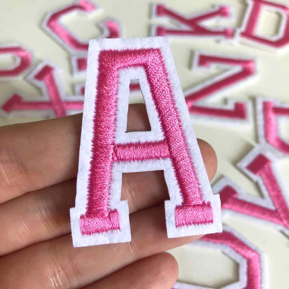 1Pcs Roze Letters Patch Alfabet Geborduurde Applique Iron Op Naam Letters Patches