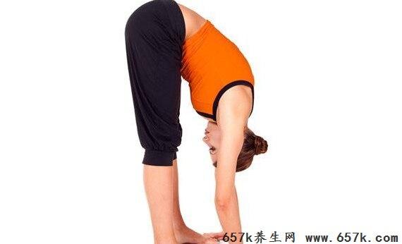 你缺乏运动肌肉无力吗?爱做这2个小动作就知道:爱托腮、双手交叉