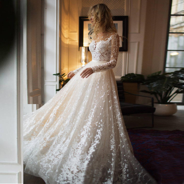 Scoop Scatted Lace Long Sleeves Champagne Wedding Dress Open Back Tulle Applique Fashion Bridal Dress vestidos noiva 1