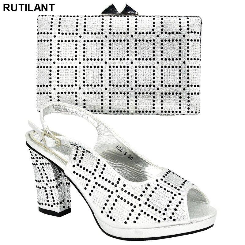 Nouveaux ensembles de chaussures et de sacs de couleur argent décorés avec des chaussures de dames en strass chaussures à talons hauts chaussures nigérianes et sacs assortis