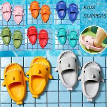 Kawaii Shark dziecięce kapcie tęczowe buty dla dzieci maluch dziecko na zewnątrz Eva Cartoon letnie śliczne płaskie obcasy plażowe sandały tanie tanio Damsko-męskie MATERNITY W wieku 0-6m 7-12m 13-24m 25-36m 4-6y 7-12y 12 + y CN (pochodzenie) CZTERY PORY ROKU Dobrze pasuje do rozmiaru wybierz swój normalny rozmiar