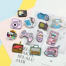 Vintage Game emalia szpilki kolekcje 90s Gamepad telefon komórkowy TV biżuteria broszki koszula dżinsowa odznaki przypinka prezenty dla przyjaciół