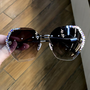 Image 2 - 럭셔리 무테 편광 선글라스 여성 스퀘어 크리스탈 선글라스 남성 빈티지 Oculos Feminino Lentes Gafas De Sol
