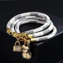 Moda charme feminino pulseira tendência jóias ouro amor coração saco pingente marrom/preto/branco três cores pulseira de couro opcional