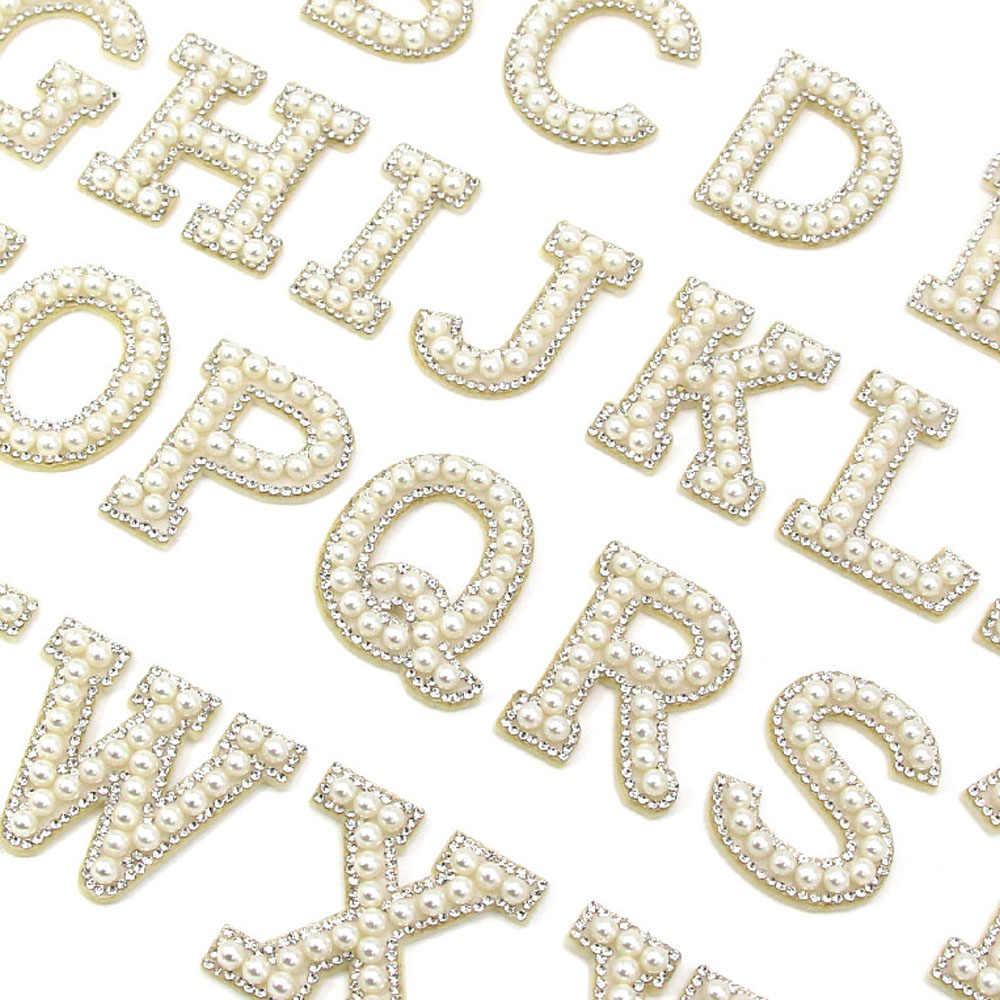 26 İngilizce harfler inci taklidi yamalar giysi için A-Z alfabe inci Rhinestones aplike dikmek/tutkal yamalar DIY adı