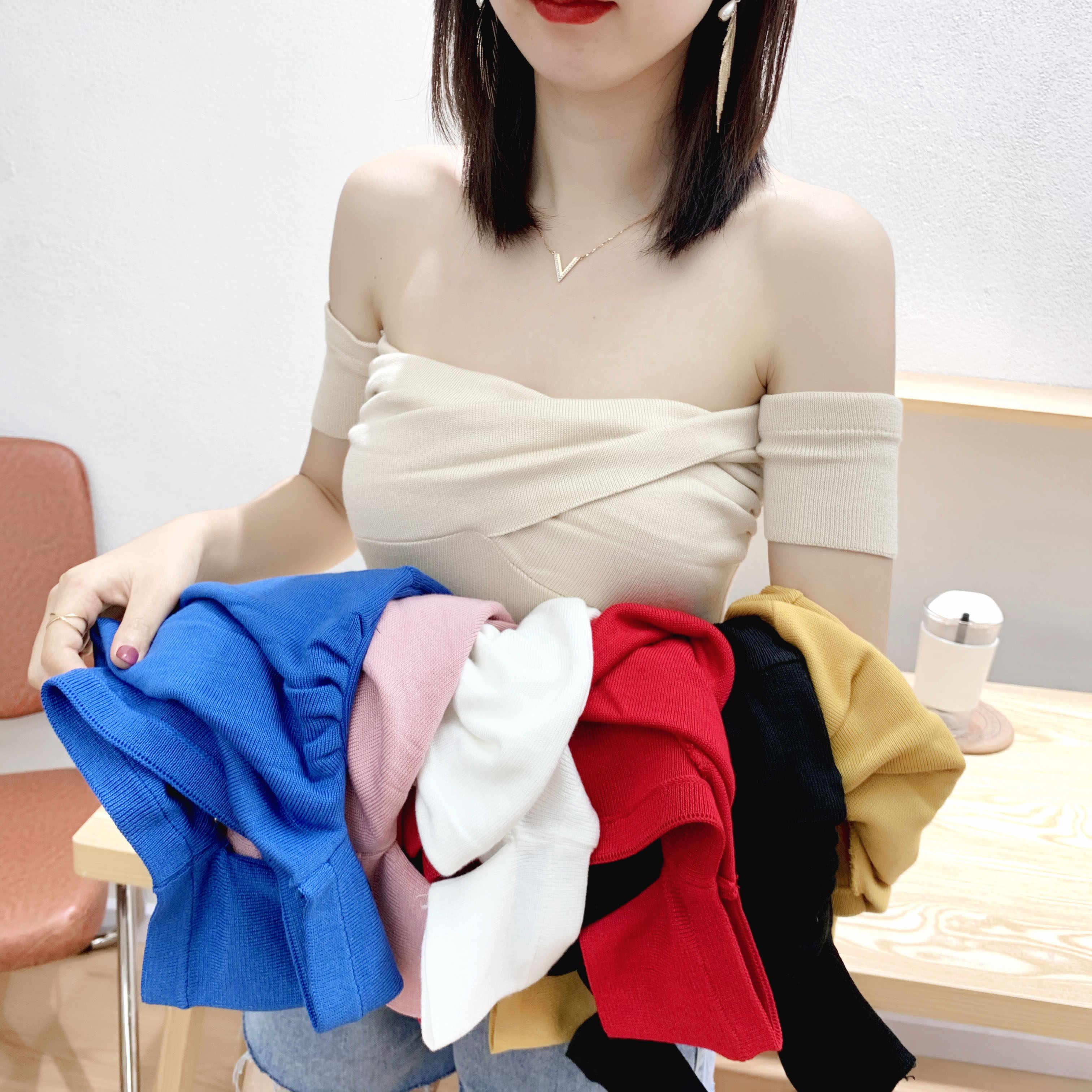 Heliar 오프 숄더 스웨터 여성 섹시 솔리드 Pleated 자르기 탑스 여성을위한 작은 Highstreet 2020 여름 탑스 스웨터