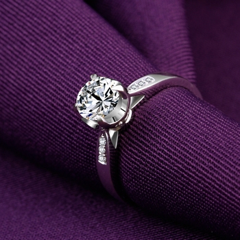 1 Carat 18k Gold Diamond Engagement Ring  3