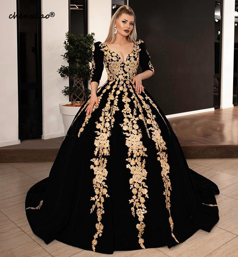 Long Evening Dresses 2019 Gorgeous Ball Gown 34 Long Sleeve V-neck Arabic Gold Lace Velvet Black Women Formal Evening Gowns
