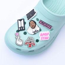 Eu dol logo sapatos encantos preto vive dactor humano 2021 personalizado borracha macia pvc designer croc charme acessórios para crocks