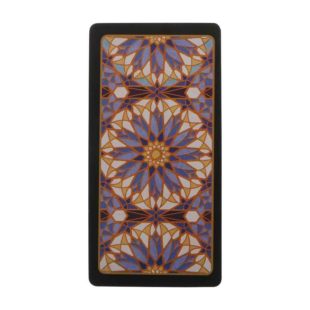Jogo de tabuleiro de tarô com caixa colorida e divinação misteriosa