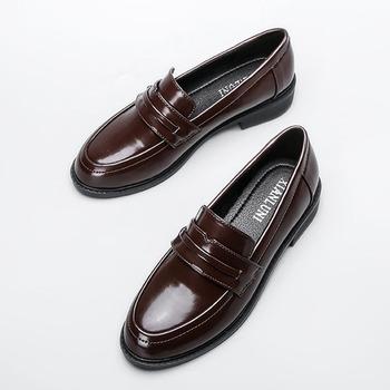 Prawdziwe Oxford buty damskie brązowe skórzane mieszkania brytyjskie dziewczyny buty na zewnątrz damskie buty Derby College mokasyny damskie solidne mokasyny tanie i dobre opinie SIKETU Oksfordzie Płytkie RUBBER Dla dorosłych Wiosna jesień Plac toe Slip-on Pasuje prawda na wymiar weź swój normalny rozmiar