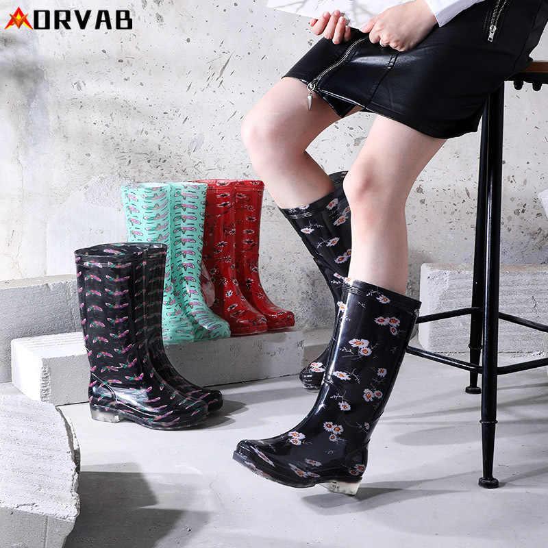 Yeni yağmur ayakkabıları kadın baskılı yağmur çizmeleri yüksek tüp Anti-skid aşınmaya dayanıklı alt su botları yüksek üst lastik su geçirmez ayakkabı