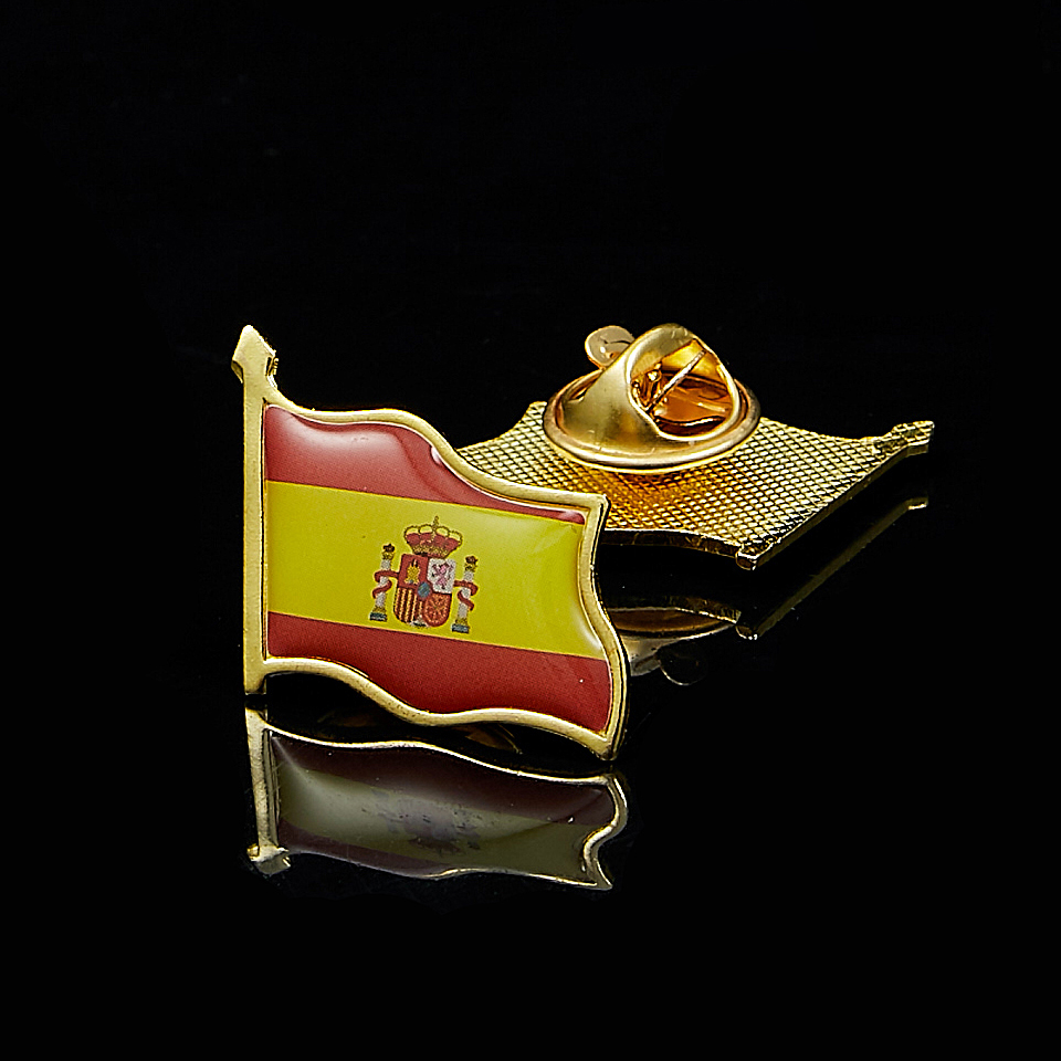 Spain Waving National Flag Gold Plated Courtesy Enamel Lapel Pin Badge(China)