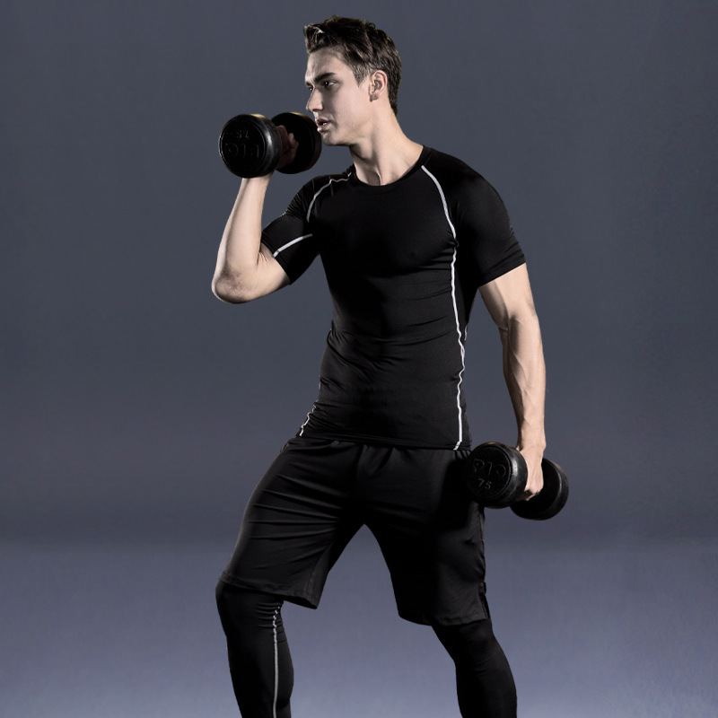 Foto one men in gym 5 pcs compressions clothes for gym. Men's 5 pcs compression tracksuit sports black color