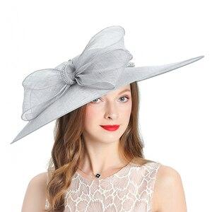 Image 3 - Kraliyet düğün kilise Fedoras bayan şapkaları düğün kadın şapka zarif gri Fascinator melon kap yay keten geniş brim şapka kadın
