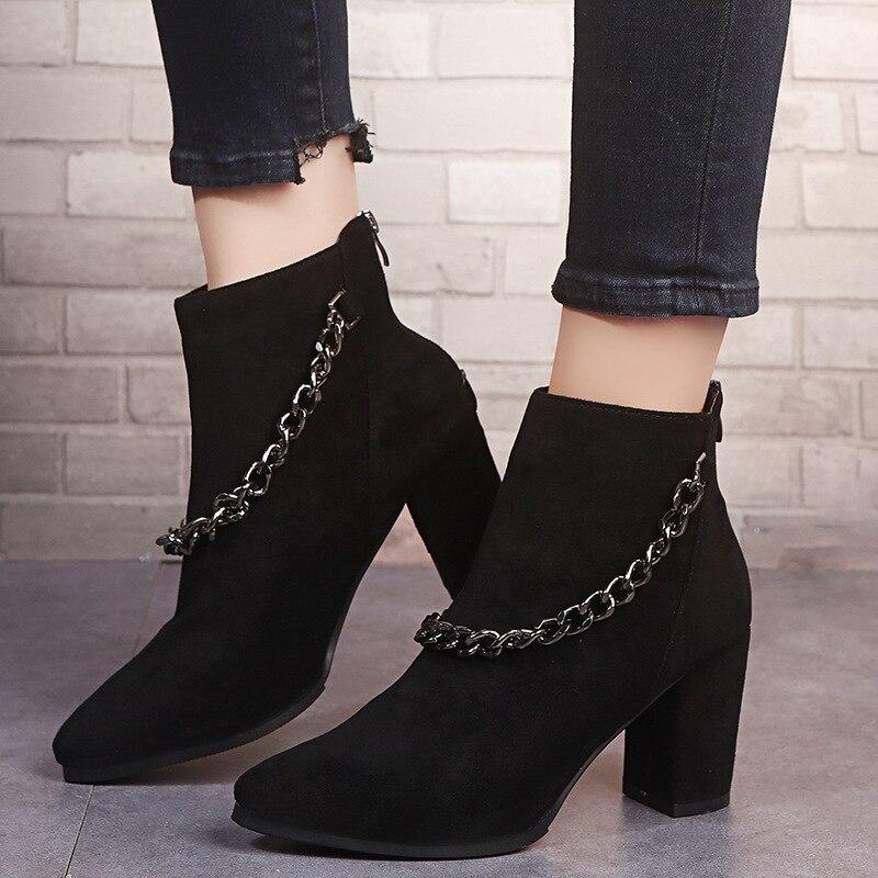 Женские ботинки-мартинсы QWEDF, классические черные осенне-зимние женские ботильоны на высоком толстом каблуке с острым носком, модель 2020 год...