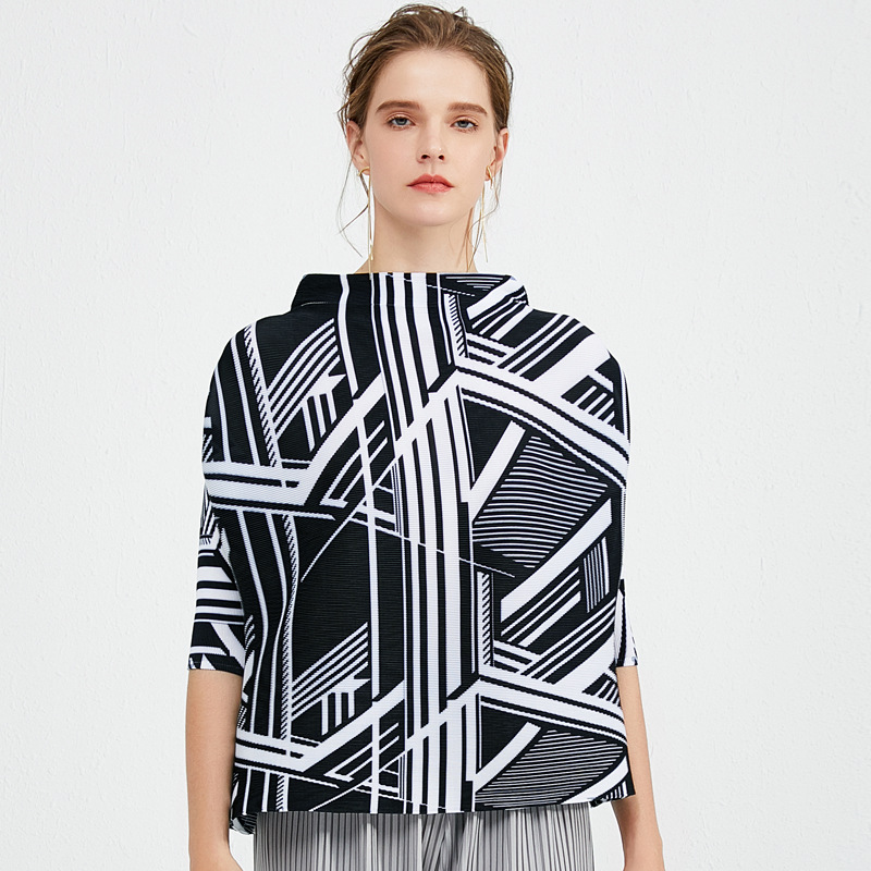 Plus Size T-Shirt For Women 45-75kg 2020 Spring Fashion Stripes Elastic Loose Miyake Pleated Stand Collar 3/4 Sleeves Short Top