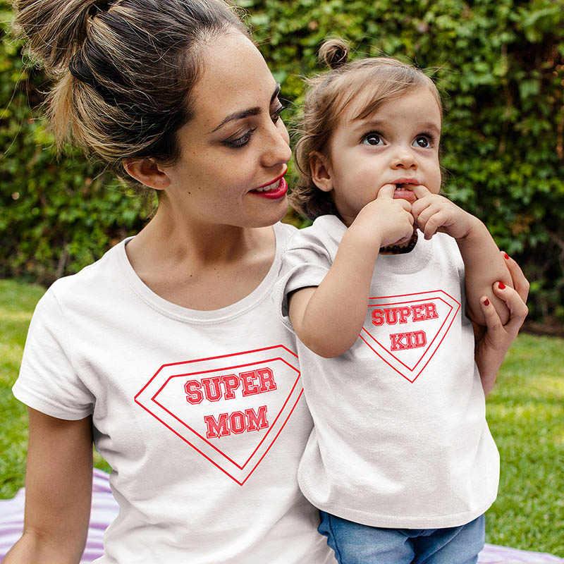 Super Mom เสื้อยืดการจับคู่ Family เสื้อสำหรับแม่และเด็กเสื้อสำหรับแม่ที่กำหนดเองข้อความเสื้อ T กราฟิกเด็กวัยหัดเดิน TShirt