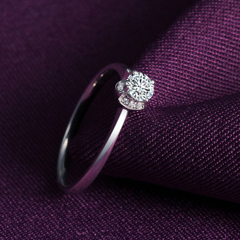 1 Carat 18k Gold And White Diamond Engagement Ring  3