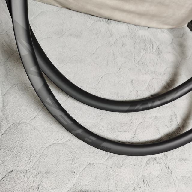 [CBZA29XC30SL] asymetryczna 300g 30mm szerokość 25mm głębokość 29er obręczy węgla mtb koło rowerowe bezdętkowe XC 29er karbon mtb felgi