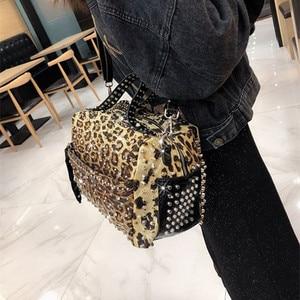 Image 2 - แฟชั่น Rivet rhinestone กระเป๋าถือผู้หญิงใหม่สุภาพสตรีเพชรกระเป๋าผู้หญิงไหล่กระเป๋า Messenger หญิงเสือดาวพิมพ์กระเป๋า