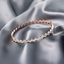 Женский браслет из титановой стали золотистый элегантный выразительный