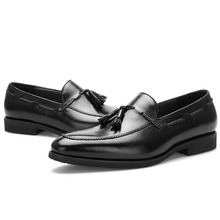 купить 2019 Designer Retro Handmade Fashion Casual Tassel Wedding Party Office Male Oxford Shoes Genuine Leather Men Loafer Dress Shoes по цене 4884.19 рублей
