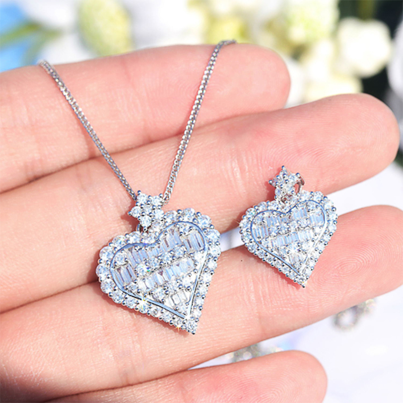 Huitan Heart Cubic Zirconia Charm Women Necklace Love Birthday Gift Formal Occasion Party Dazzling Pendent Necklace Jewelry