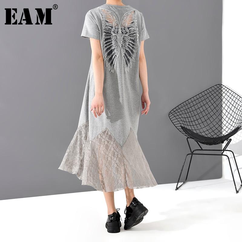 [EAM] Women Gray Hem Lace Split Temperament Midi Dress New Round Neck Short Sleeve Loose Fit Fashion Tide Spring Summer 2020