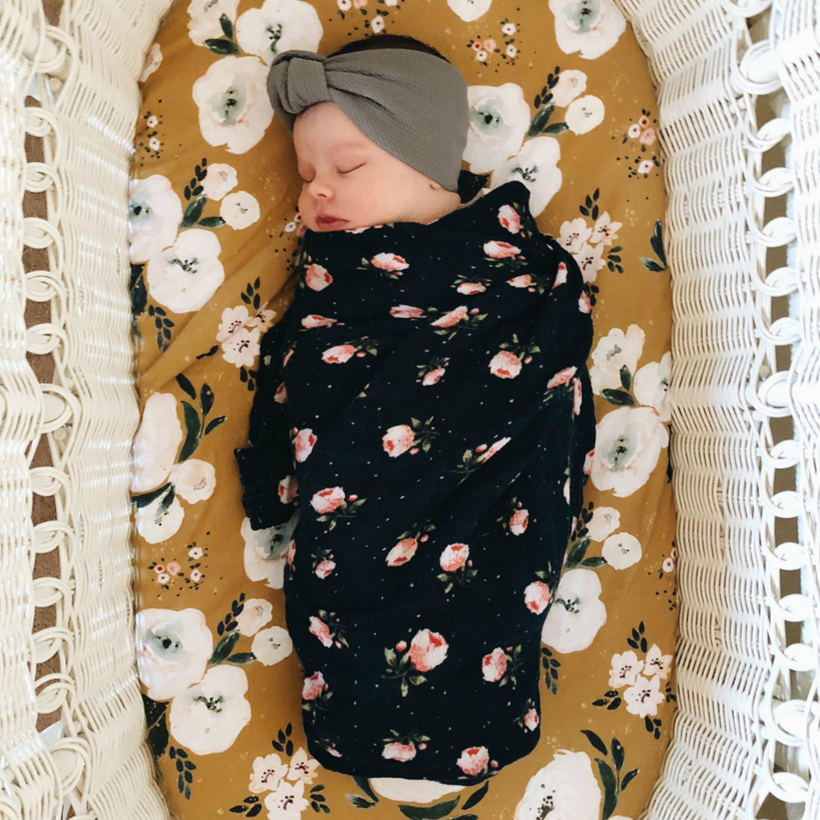 Soft 100% Cotton Fitted Cotton Crib Sheet With Removable Cover Featured By High Elastic Elastic Band Design For Various Cribs