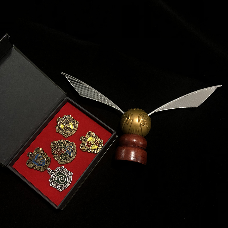 1pcs Potters Gold Snitch And 1 Set Harried Hogwart School Pins HP Fans Action Toys Collection