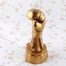 Ev dekorasyon aksesuarları altın boks eldiveni süsleme Model spor kupa dekorasyon masaüstü reçine zanaat boks eldiveni heykeli