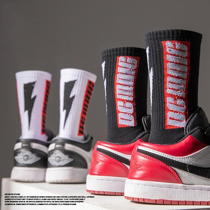 Обувь с высоким берцем баскетбольные носки с молнией для мужчин; Модные ботинки с черного и белого цвета в стиле Харадзюку футболка в полоск...