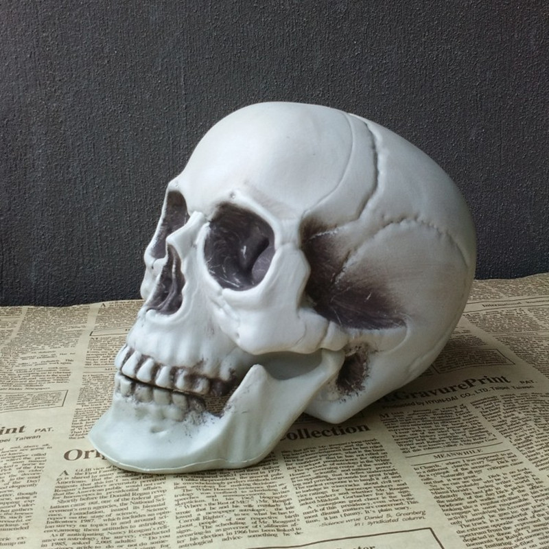 Halloween Decorative Artificial Skull Head Model Horror Prop Plastic Skull Head DIY Decorations Bars Ornament