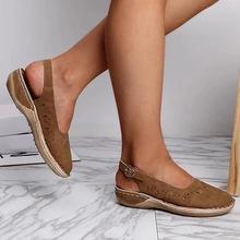 Modne damskie buty sandały i kapcie damskie 2020 niezależna stacja transgraniczne nowe dziurki buty modne sandały tanie tanio tyburn CN (pochodzenie) Mieszkanie (≤1cm) Na co dzień Pasek na kostkę Płaskie z Otwarta pasek z klamrą Dobrze pasuje do rozmiaru wybierz swój normalny rozmiar