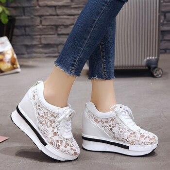 Лидер продаж 2020, летние новые дышащие кроссовки с кружевом, женская обувь, удобные повседневные женские туфли на танкетке