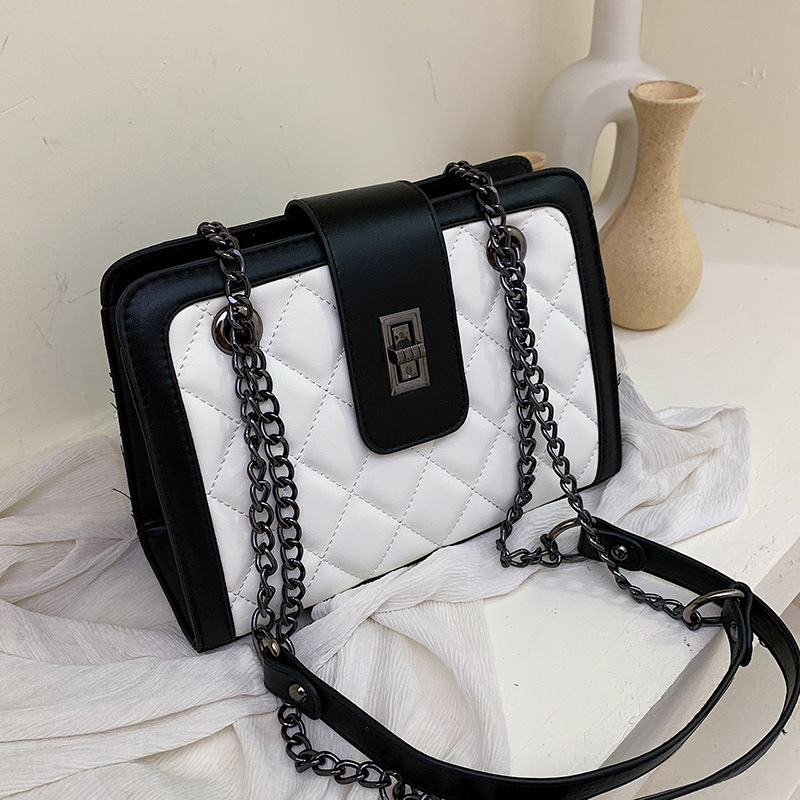 2019 new wave Korean version of the wild Messenger bag fashion rhombic embroidery line chain shoulder small square bag female