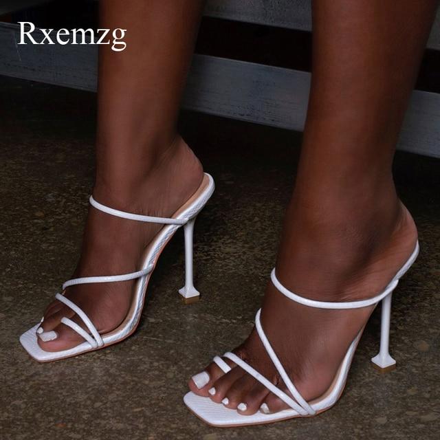 Rxemzg 여성 슬리퍼 여름 야외 플립 퍼 여성 스퀘어 발가락 하이힐 슬리퍼 신발 여성 섹시 스네이크 인쇄 숙녀 샌들
