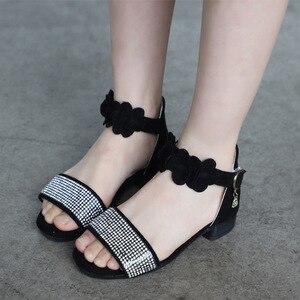 Image 5 - ילדים של נעלי בנות סנדלי קיץ חדש ילדה קטנה נעלי רך החלקה עור ריינסטון עקבים גבוהים נסיכת נעליים עבור ילדים