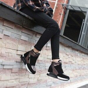 Image 2 - 2020 primavera Scarpe In Pelle Scamosciata Stivali di Pelle Scarpe Delle Donne di Inverno di Modo Ins Donne Sneakers Altezza Crescente Scarpe Stivali Da Neve KT004