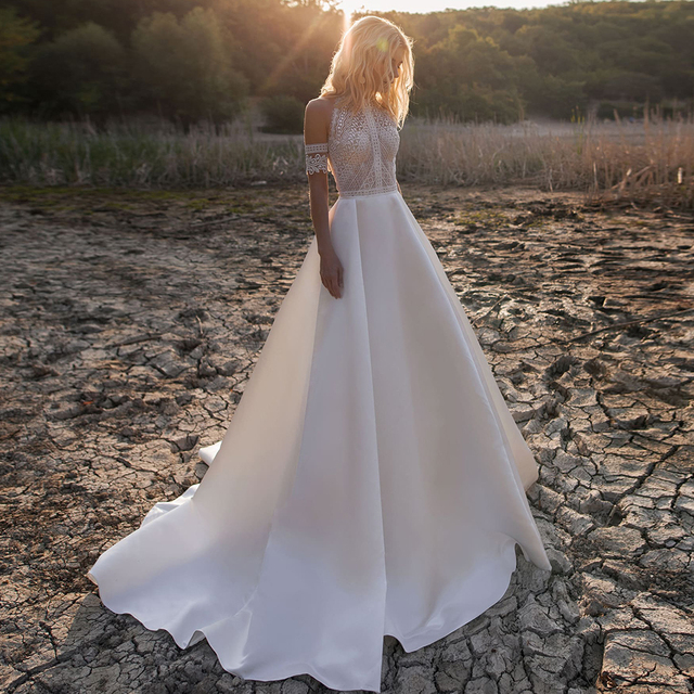 Simple A-Line Wedding Dresses Sexy Illusion O Neck Off Shoulder Button Cut-Out Lace Appliqued New 2021 Long Bridal Gowns Custom 1