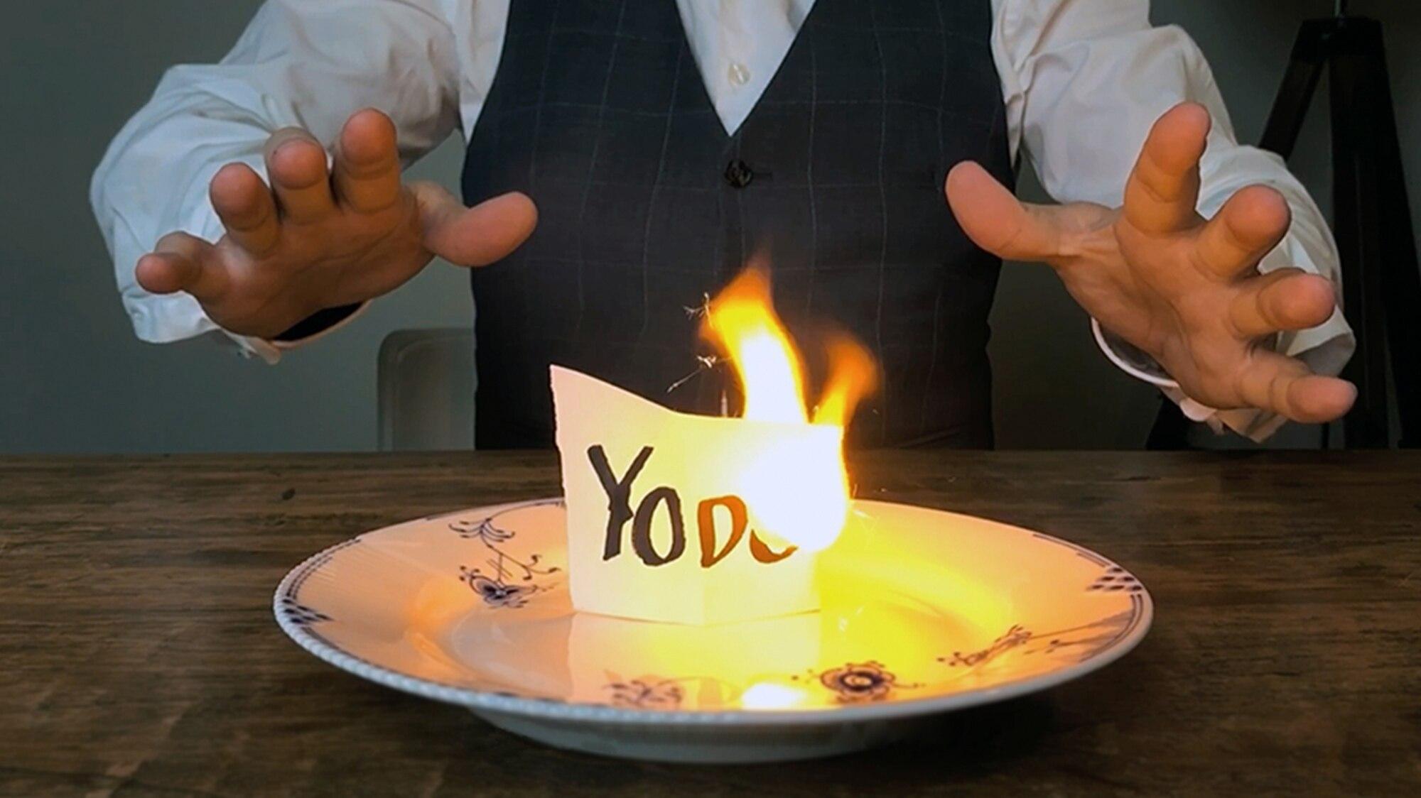 Yodo Laser dispositif à distance chargé tours de Magie scène Magia s'enflamme sans toucher Mental Gimmick accessoire feu apparaît/disparaître Magie