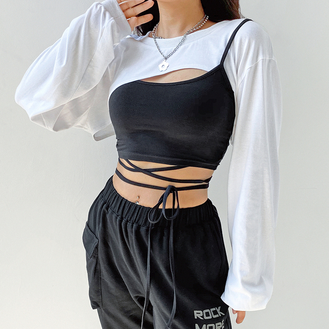 Crop top t-shirt with black and white pieces