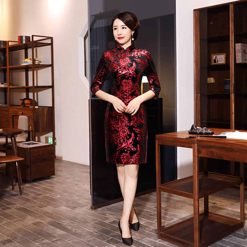 Size XL Embroidered Short Cheongsam Autumn Winter Cheongsam Improved Short-sleeved Velvet Cheongsam Elegant Mother Cheongsam