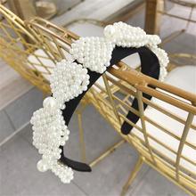 Ткань с бантом в форме цветка и жемчугом цветами повязкой на