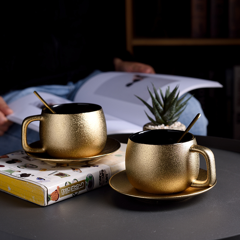 Royal Household Luxury Gold Pottery Frost Coffee Mug And Saucer Golden Tea Spoon Set Noble Teacup Espresso Cappuccino Cup Kopjes