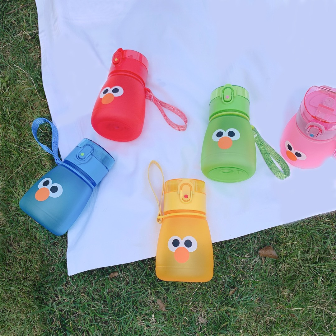 Summer 2019 Children's Water Cup Sesame Street Suction Pipe Water Bottle Out Of The Far East With Plastic Water Bottle I0716