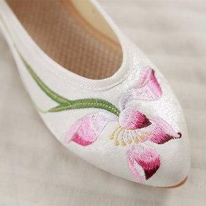 Image 5 - Veowalk Frauen Bestickt Flanell Spitz Wohnungen Damen Komfort Baumwolle Ballette Ankle Strap Frau Stickerei Ballerinas Schuhe